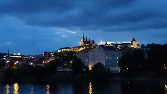 プラハ城 夜.jpg